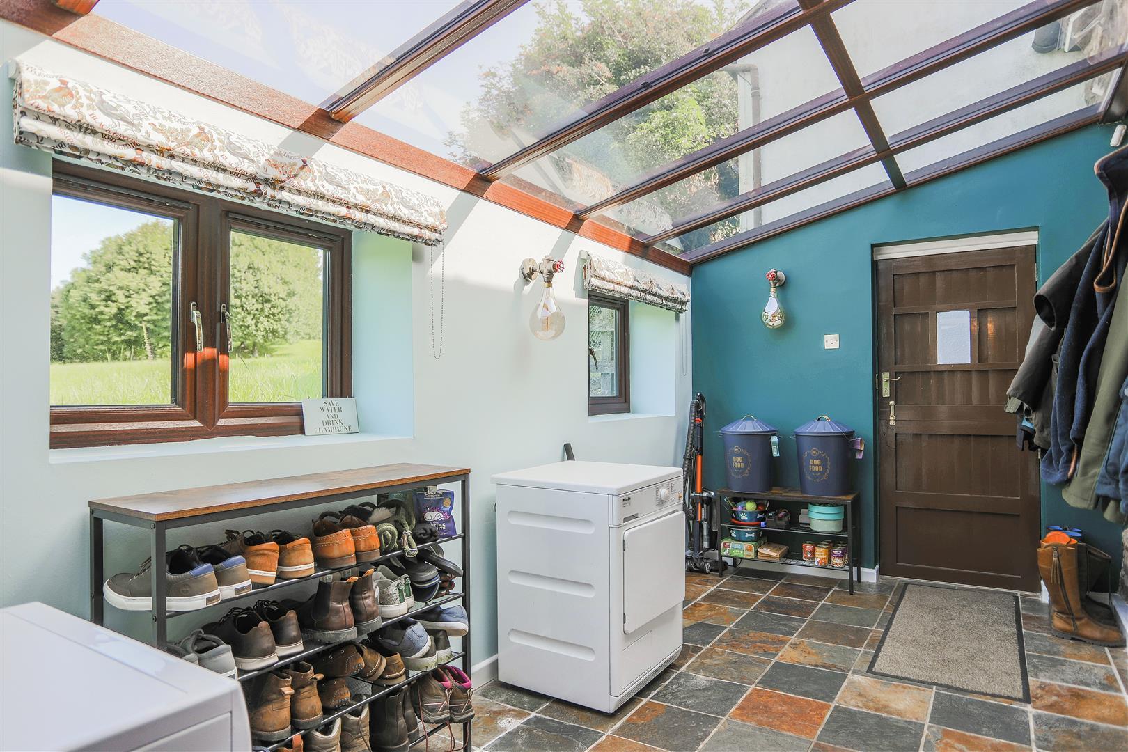 4 Bedroom Semi-detached House For Sale - 47.JPG